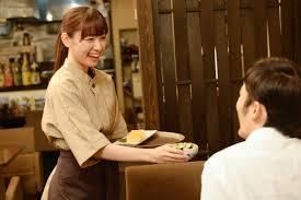 カフェ美人店員