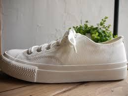 アパレル白い靴